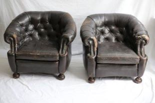 FRN2040: Pair of Tufted Leather Chairs